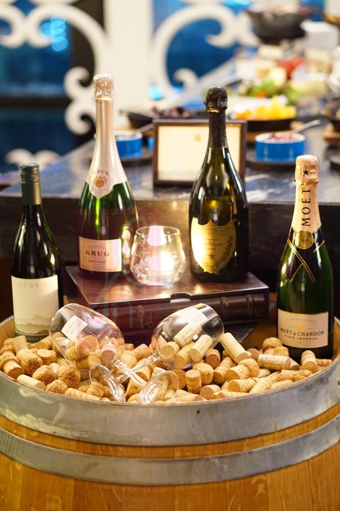 Italian_Wine_Buffett_Decanter_06029
