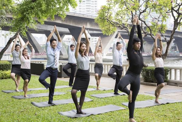 resized_GlobalWellness-Yoga by the river, Shangri-LaHotel, Bangkok