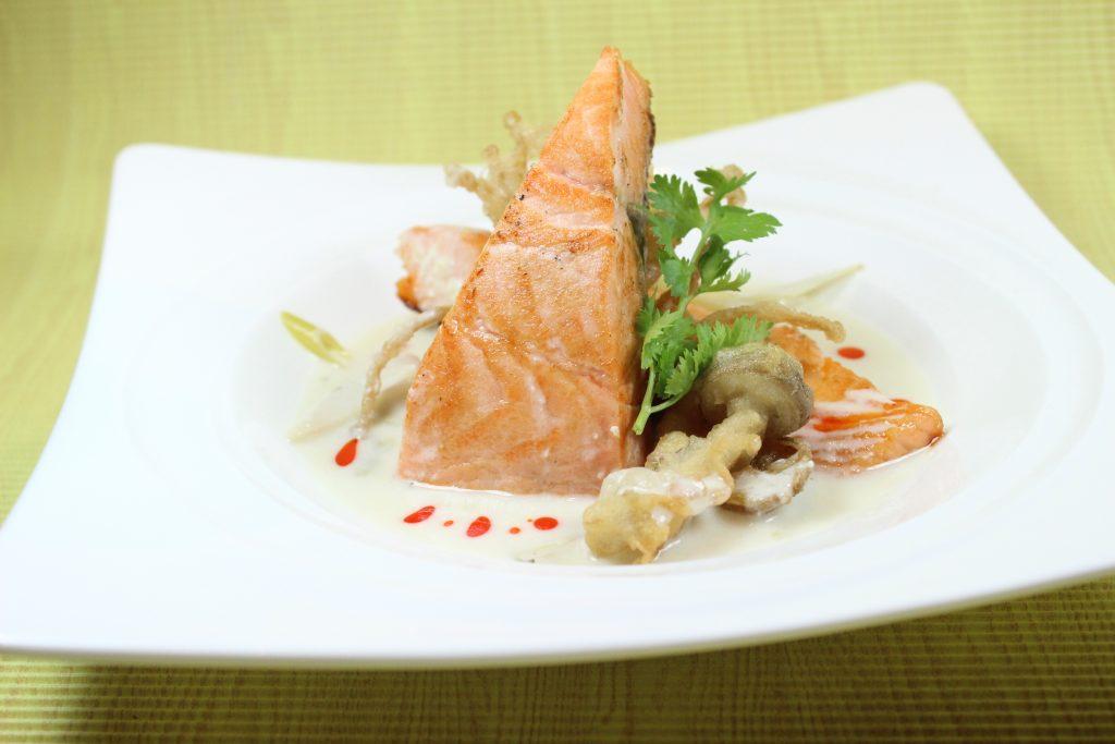 Anantara Siam_Seared Salmon with Tom Yam Flavor