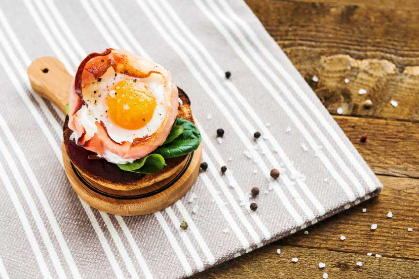 baked-egg-in-the-ham-basket